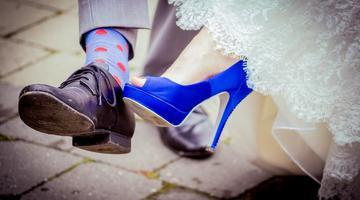 Più colore ai piedi della sposa